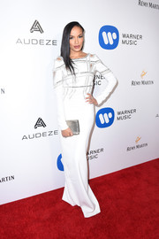 Selita Ebanks coordinated her dress with a silver clutch.