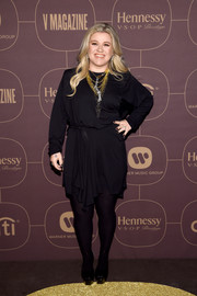 Kelly Clarkson attended the Warner Music Group pre-Grammy celebration wearing a stylish draped LBD.