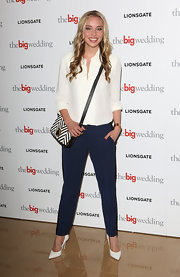 Noelle Reno kept her looke classic and preppy with this pair of navy blue slacks.