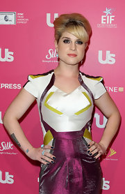 Kelly Osbourne finished off her futuristic look with navy polish. The perfect shade for the fall season.