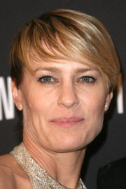 Robin Wright went for a trendy emo cut at the 2014 Golden Globes.
