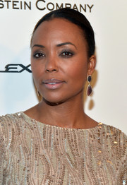 Aisha Tyler pulled her hair tightly back into a classic bun for the Weinstein Company and Netflix Golden Globes party.
