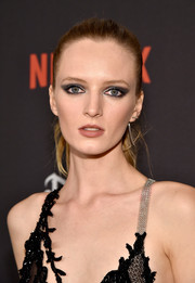 Daria Strokous didn't need much more than this casual pony to look gorgeous at the Weinstein Company and Netflix Golden Globe party.