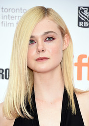 Elle Fanning went for a rad beauty look with this punky cat eye.