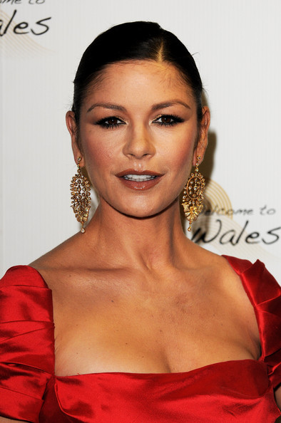 Looking as stunning as ever, Catherine teamed her ravishing red dress with gorgeous gold earrings.