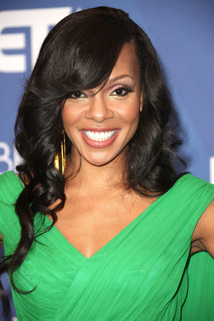 Wendy Raquel Robinson Long Wavy Cut With Bangs Long Wavy