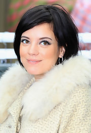 Lily Allen added a fluttering touch to her look with long full lashes.