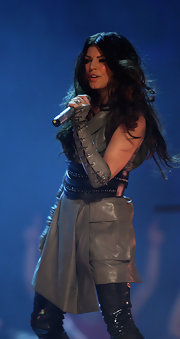 Fergie rocks these grey, leather, laced up, fingerless gloves on stage.