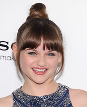 Joey King sported a twisted top knot at the 'White House Down' premiere in NYC.
