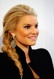 Jessica Simpson added some serious sparkle to her look with diamond encrusted earrings.