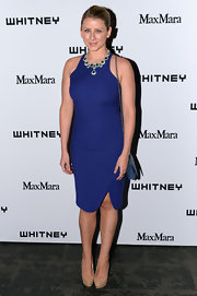 Lo Bosworth chose a classic and sophisticated look for the Whitney Museum Annual Art Party where she wore this royal blue sleeveless dress.