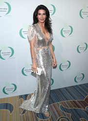 Angie Harmon went for minimal styling with a white box clutch.