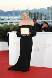 Diane Kruger looked simply elegant in a black Jonathan Simkhai off-the-shoulder gown with voluminous sleeves at the Cannes Film Festival winners' photocall.