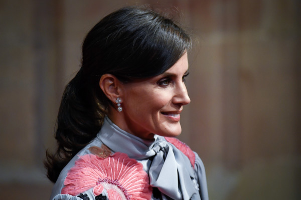 Queen Letizia of Spain wore her hair in an elegant ponytail at the 2019 Princesa de Asturias Awards.