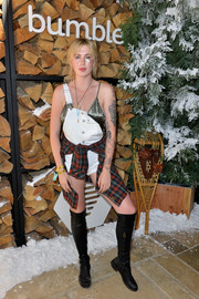 Ireland Baldwin completed her outfit with a pair of black knee-high boots.