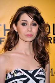 Cristin Milioti attended the 'Wolf of Wall Street' premiere wearing edgy-chic mussed-up waves.