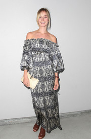 Caitlin Fitzgerald was a boho babe in a printed off-the-shoulder maxi dress with blouson sleeves during the Wolk Morais debut fashion show.