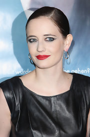 Eva Green gave her sleek bun and smoky rimmed eyes a pop of color with matte red lipstick.