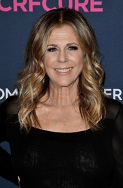 Rita Wilson attended the 2020 Unforgettable Evening Gala wearing her hair in a center-parted wavy style.