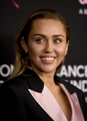 Miley Cyrus sported a simple side-parted hairstyle at the Unforgettable Evening gala.