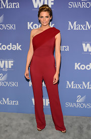 Stana Katic showed off her long and lean figure with a cranberry-colored one-shouldered jumpsuit.