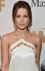 Kate Beckinsale was retro-glam at the 2016 Crystal + Lucy Awards wearing this teased, center-parted ponytail.