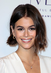 Kaia Gerber completed her jewels with a pair of diamond pendants.