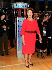 Laura Bush finished off her elegant outfit with metallic gold pointy pumps.