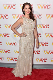 Ashley Judd looked classy in a beaded nude gown at the 2017 Women's Media Awards.