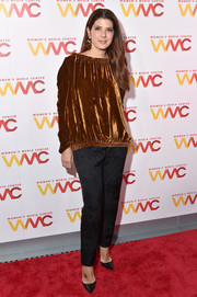 Marisa Tomei donned a loose bronze velvet blouse for the 2017 Women's Media Awards.