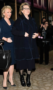 Meryl Streep looked nothing less than classy when she stepped out in this blue evening coat with vibrant blue piping.