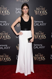 Anna Kendrick flawlessly styled her dress with a black satin clutch by Kate Spade New York.