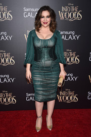 Alyssa Milano complemented her frock with vintage-chic gold satin pumps by Manolo Blahnik.