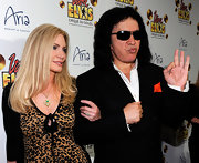 Shannon Tweed wore a gold pendant necklace with tiny stone embellishments at the 'Viva ELVIS' premiere.