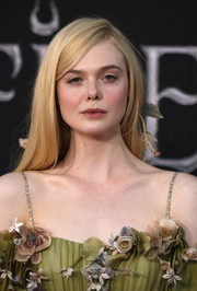 Elle Fanning wore a simple straight hairstyle at the world premiere of 'Maleficent: Mistress of Evil.'