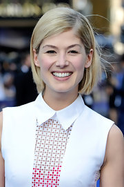 Rosamund Pike's short crop had a fun and playful vibe.