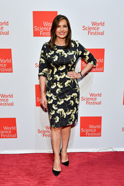 Mariska Hargitay looked refined in a floral sheath dress at the 2017 World Science Festival.