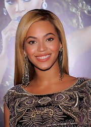 Beyonce loves big eye catching earrings. The diva paired her Naeem Khan dress with diamond and crystal earrings while attending her DVD screening.