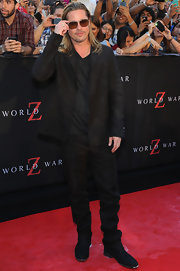 Brad Pitt looked casual and cool in an all-black ensemble, which he wore on the red carpet.