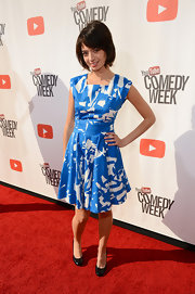 Kate Micucci looked chic and cool in her blue and white print dress at 'The Big Live Comedy Show.'