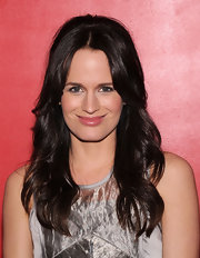 Elizabeth Reaser made the most of her layered cut by adding lots of soft waves for the premiere of 'Young Adult.'