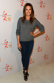 Elizabeth Hendrickson chose a pair of classic-fit skinny jeans for her casual look at the celebration for 'The Young and the Restless.'