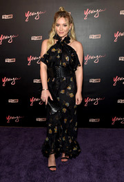 Hilary Duff completed her look with basic black ankle-strap sandals.