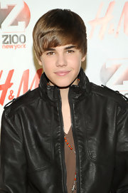 Justin shows off his shiny weekly trimmed tresses at Jingle Ball in New York.