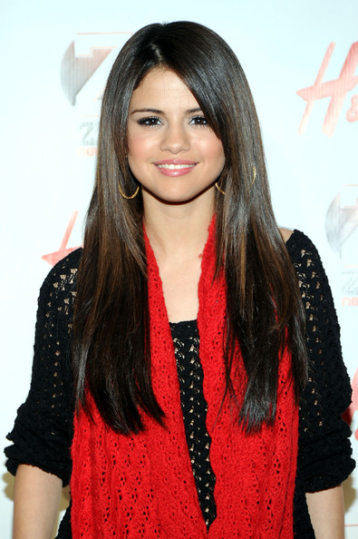 More Pics of Selena Gomez Knit Scarf (1 of 4) - Knit Scarf Lookbook - StyleBistro