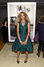 Leona Lewis looked simply elegant in an emerald fit-and-flare cocktail dress by Zac Posen during the label's NYFW presentation.