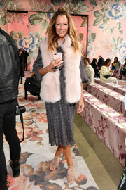 Kelly Bensimon layered a pink fur vest over a gray midi dress for the Zimmermann fashion show.