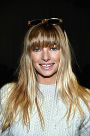 Jessica Hart looked very cute and youthful with her loose blonde locks and eye-skimming bangs (not to mention that gap-toothed smile) at the Zimmermann fashion show.