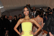 Zoe Saldana Shines in Summery Calvin Klein at the 2011 Met Gala
