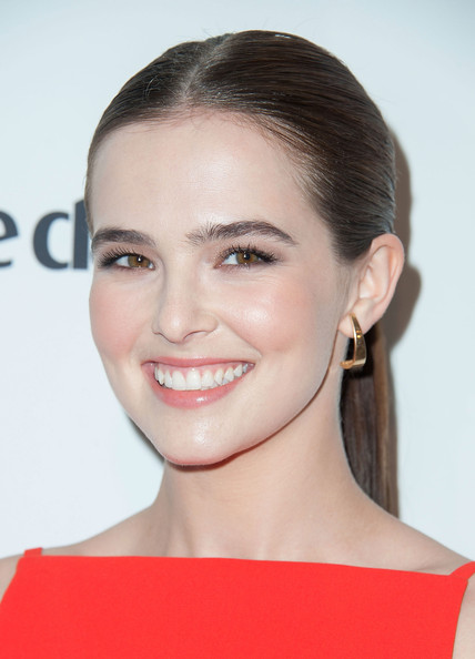 Zoey Deutch Gold Dangle Earrings [zoey deutch,marie claires,marie claires fresh faces party,face,hair,eyebrow,hairstyle,chin,lip,cheek,skin,forehead,beauty,soho house,west hollywood,california,fresh faces party]